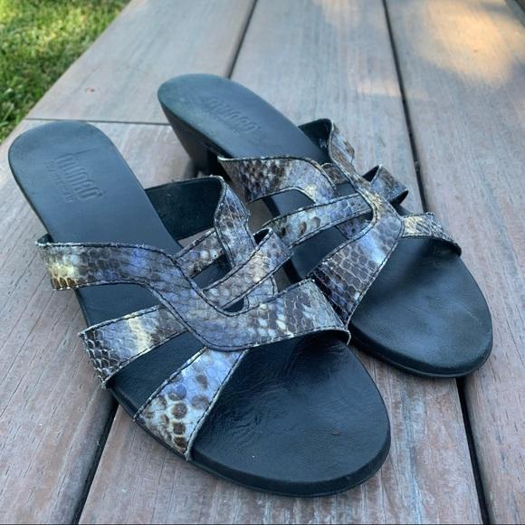 Munro Lanai Snakeskin Sandals Low Heels Leather